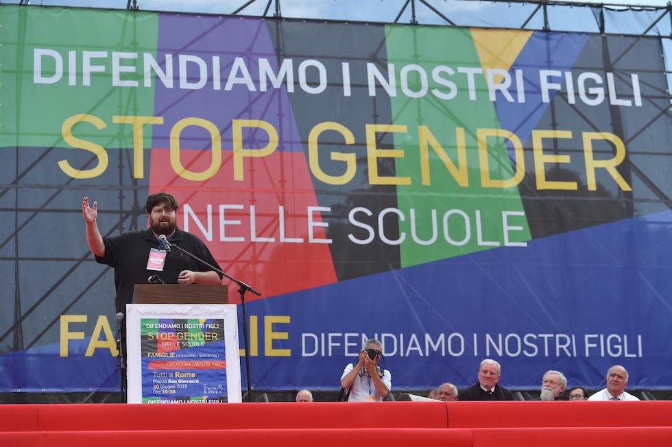 Mario Adinolfi durante la manifestazione 'Difendiamo i nostri figli' a piazza San Giovanni, Roma, 20 giugno 2015.  (ANSA/ETTORE FERRARI)
